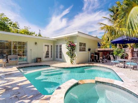 Pleasant Anna Maria Island Vacation Rentals Beachfront Rentals Vacasa Interior Design Ideas Lukepblogthenellocom