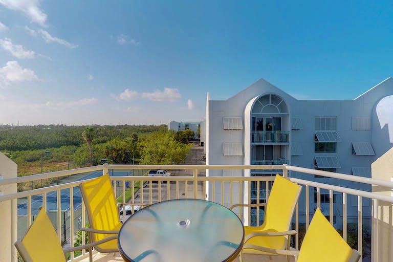 RENT Cristobal Suite #411 @ Sunrise Suites Resort | Key West