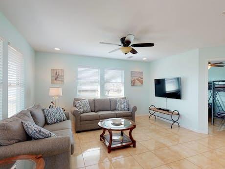 Phenomenal Galveston Beach House Rentals Beachfront Rentals Vacasa Home Interior And Landscaping Mentranervesignezvosmurscom