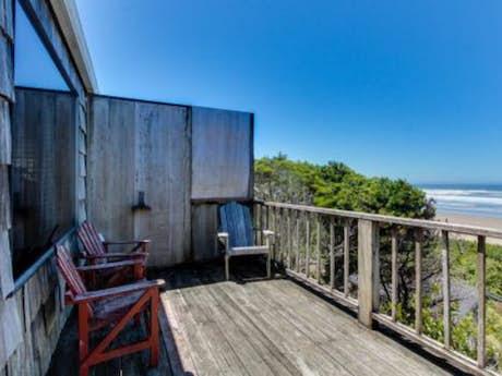 Strange Cape Cod Cottages Waldport Or Vacation Rentals Vacasa Home Interior And Landscaping Transignezvosmurscom