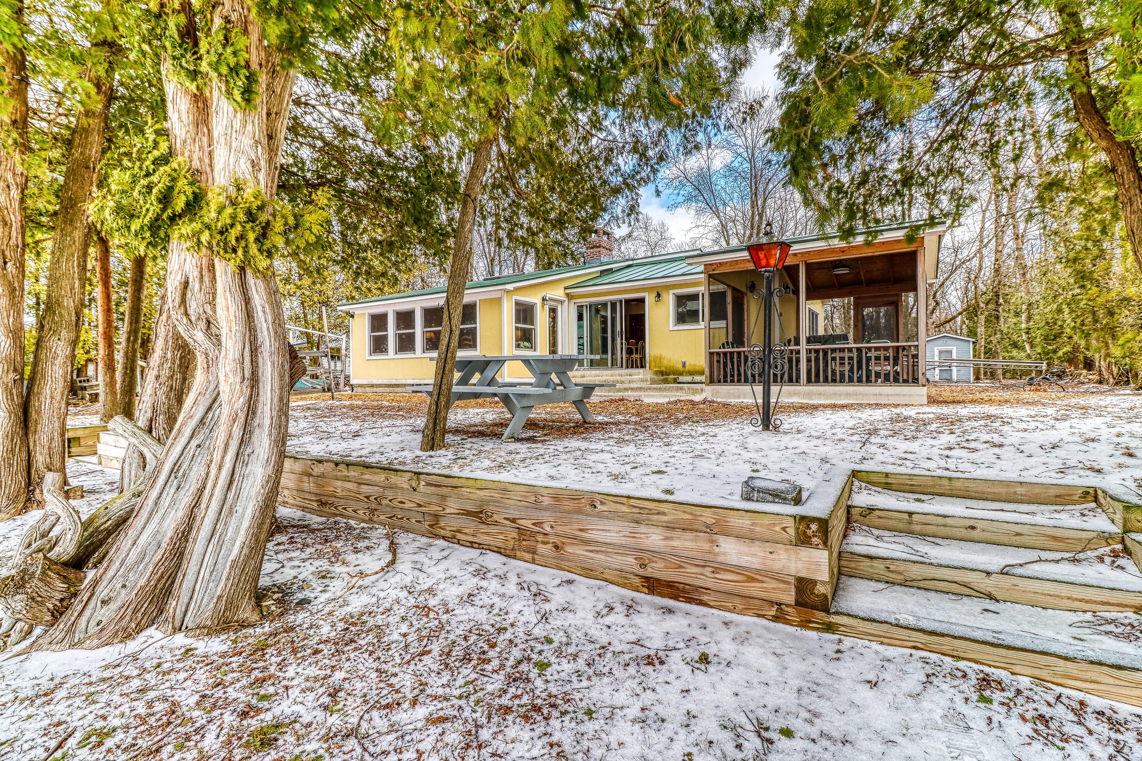 lake champlain cabin rentals vacation rentals house rentals vacasa rh vacasa com lake champlain cabin for sale lake champlain cottage rentals ny
