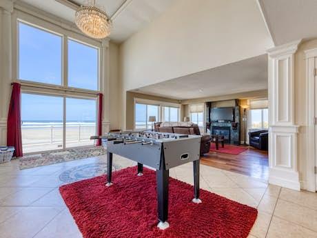 Peachy Northern Oregon Coast Vacation Rentals Beach Rentals Vacasa Home Interior And Landscaping Palasignezvosmurscom