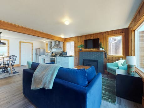 Pleasing Cape Cod Cottages Waldport Or Vacation Rentals Vacasa Home Interior And Landscaping Transignezvosmurscom