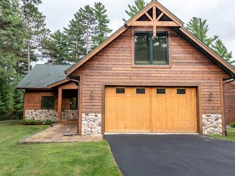 Phenomenal Northwoods Home Rentals Cabin Rentals Vacasa Home Interior And Landscaping Oversignezvosmurscom