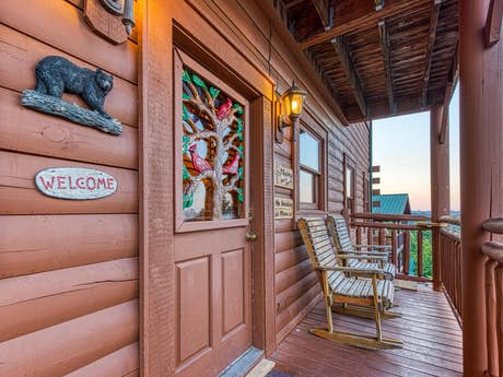 Dollywood - Pigeon Forge, TN Lodging and Cabin Rentals | Vacasa