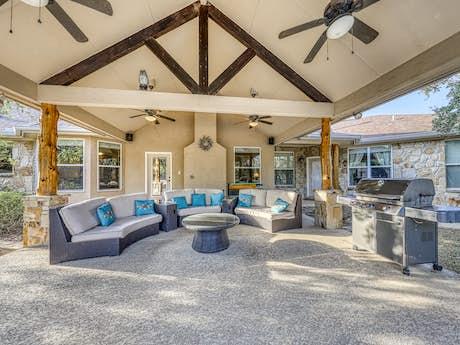 Stupendous Wimberley Vacation Rentals Cabin Rentals Vacasa Beutiful Home Inspiration Ommitmahrainfo