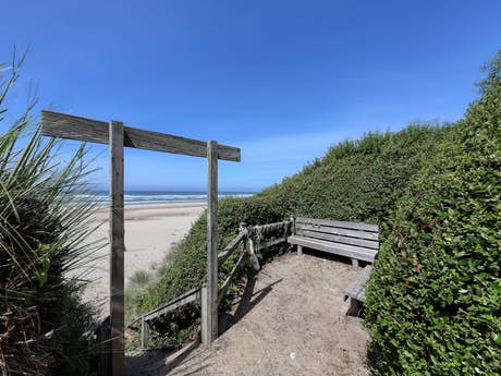 Fabulous Cape Cod Cottages Waldport Or Vacation Rentals Vacasa Home Interior And Landscaping Transignezvosmurscom