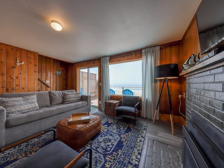 Surprising Cape Cod Cottages Waldport Or Vacation Rentals Vacasa Home Interior And Landscaping Transignezvosmurscom