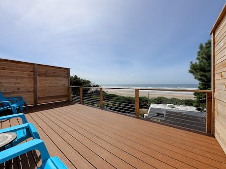 Groovy Cape Cod Cottages Waldport Or Vacation Rentals Vacasa Home Interior And Landscaping Transignezvosmurscom