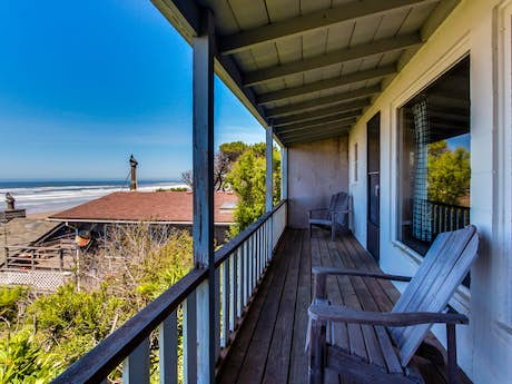 Remarkable Cape Cod Cottages Waldport Or Vacation Rentals Vacasa Home Interior And Landscaping Transignezvosmurscom