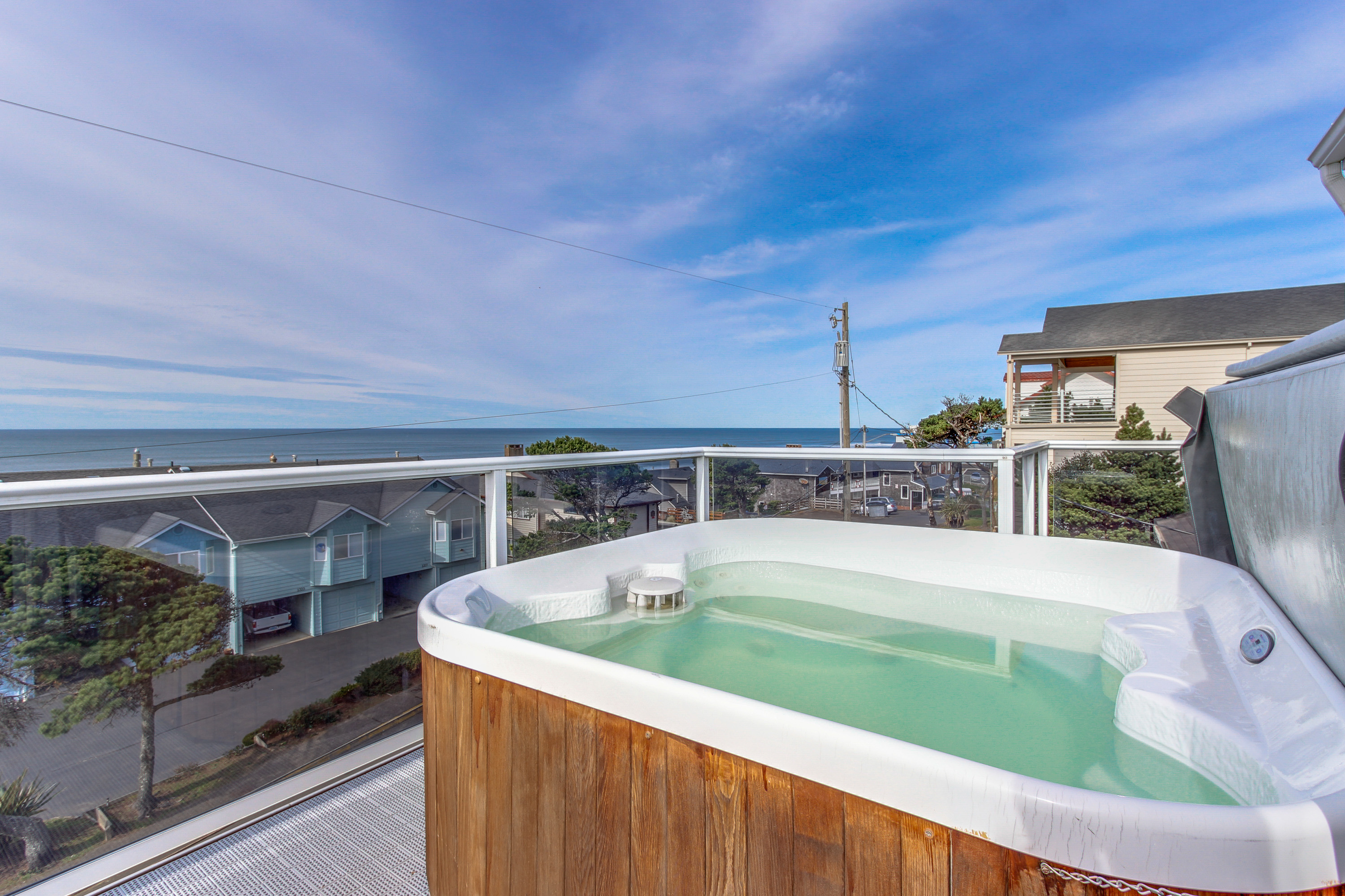 room vacation city rental jacuzzi hotels or bd lincoln inspirational in oregon harbor with seashell