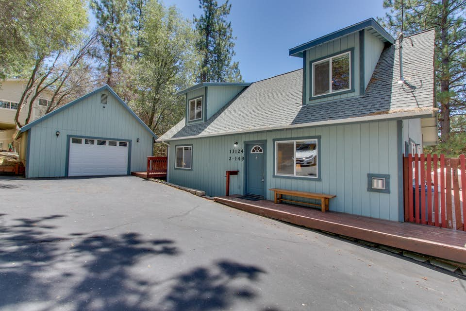 Mountainview chalet 02 149 3 bd vacation rental in for Groveland ca cabin rentals