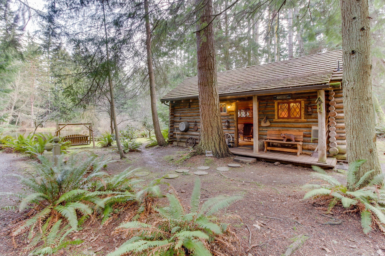 Bon Log Cabin | 1 BD Vacation Rental In Greenbank, WA | Vacasa