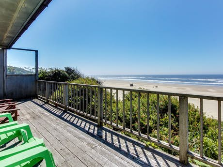 Magnificent Cape Cod Cottages Waldport Or Vacation Rentals Vacasa Home Interior And Landscaping Transignezvosmurscom