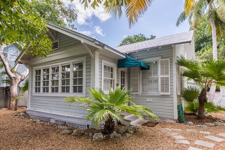 Wondrous Rent Tropical Village Nightly Group Unit Key West Interior Design Ideas Clesiryabchikinfo