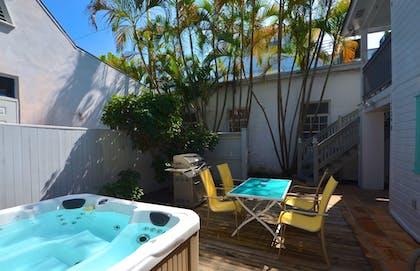 Prime Duval Street Retreat Key West Vacation Rentals Interior Design Ideas Oxytryabchikinfo