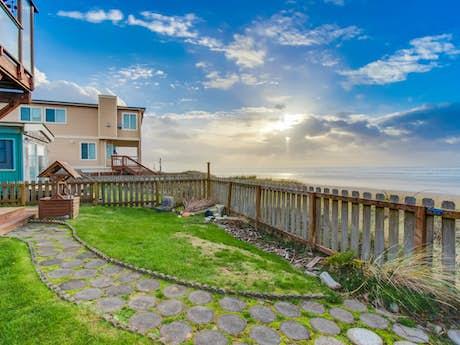 Phenomenal Waldport Vacation Rentals Cabin Rentals Condos Vacasa Home Interior And Landscaping Transignezvosmurscom