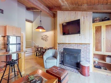 New England Vacation Rentals, Cabin Rentals, Lake House Rentals | Vacasa