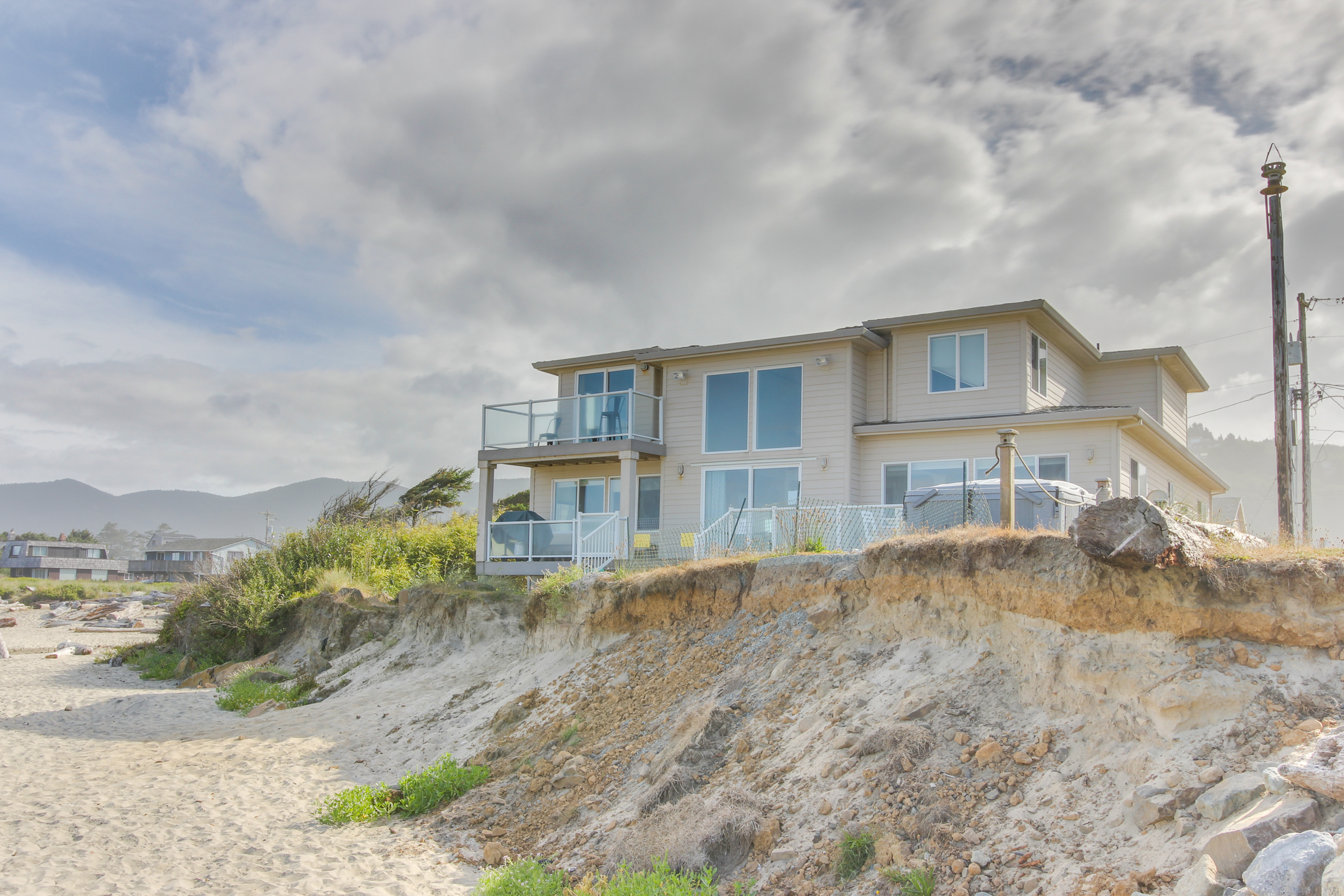 Rockaway Beach Villa 6 Bd Vacation Al In Or Vacasa