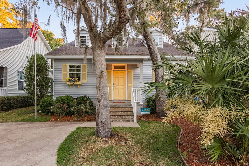 seashell cottage bruce bed cottages st image simons vacation rentals ssi rental drive
