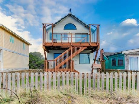 Prime Waldport Vacation Rentals Cabin Rentals Condos Vacasa Home Interior And Landscaping Transignezvosmurscom