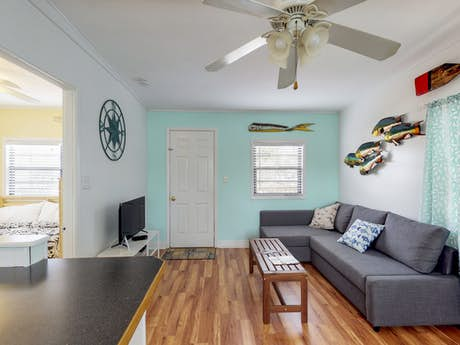 Wondrous Key Largo Vacation Rentals House Rentals Vacasa Home Interior And Landscaping Ferensignezvosmurscom