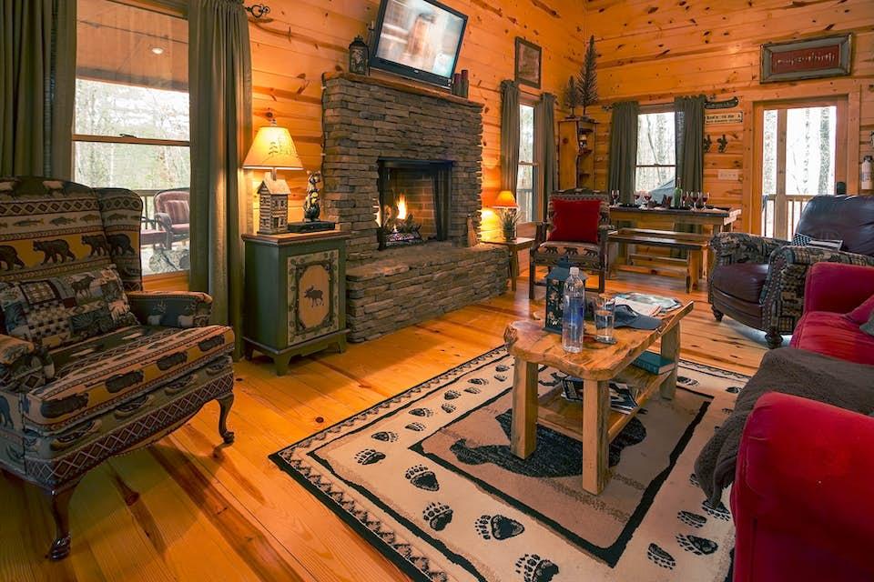 Jack bear 39 s cabin 2 bd vacation rental in blue ridge ga for Sundance cabin rentals blue ridge ga